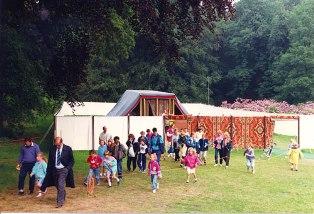 expositie van de tabernakel (op ware grote) in De Steeg bij Arnhem, 1990. Zo zal in het komende messiaanse rijk weer een complete tempel in Jeruzalem staan. Als educatie-model.